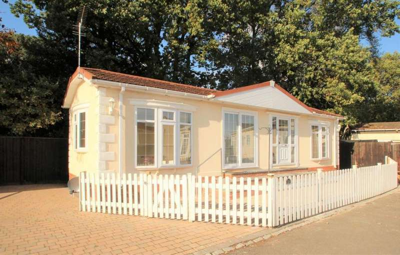 2 Bedrooms Mobile Home for sale in Fairfield Park, Mortimer, RG7