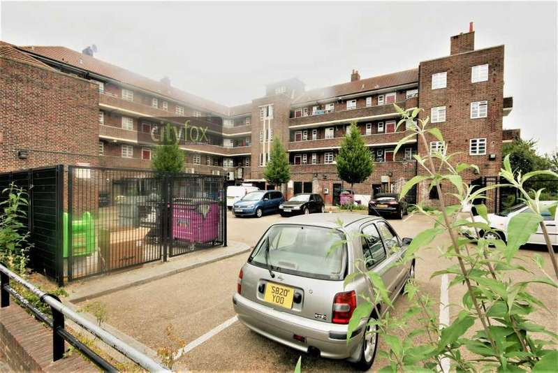 3 Bedrooms Flat for sale in Solent House, Ben Johnson Road, Stepney Green, E1