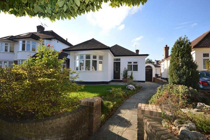 3 Bedrooms Detached Bungalow for sale in Lake Rise, Romford, RM1