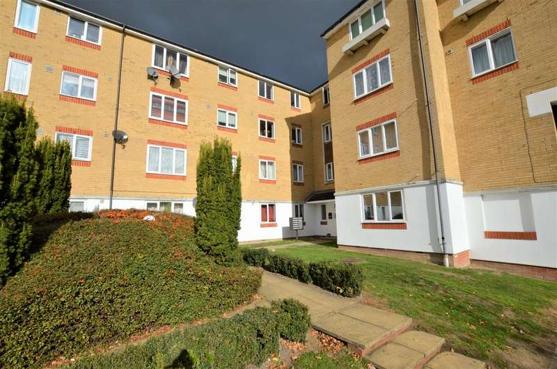 2 Bedrooms Apartment Flat for sale in Dads Wood, Harlow CM20