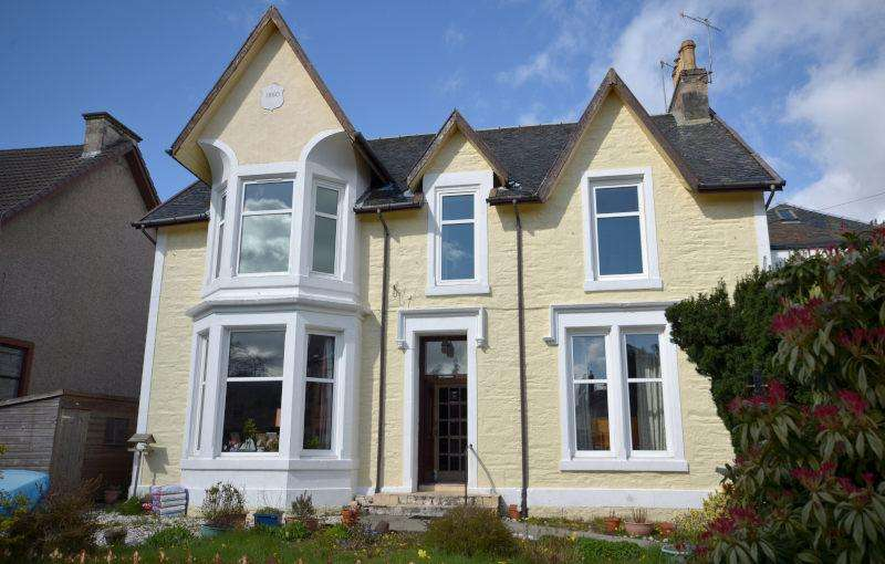 3 Bedrooms Flat for sale in Auchamore Road, Dunoon, PA23