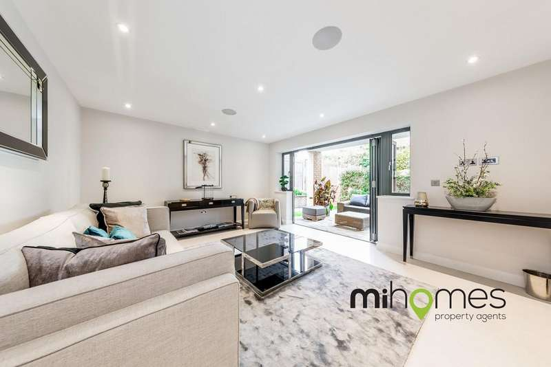 2 Bedrooms Apartment Flat for sale in Elysium Court, Plot 8, 33 Waverley Road, Enfield, EN2