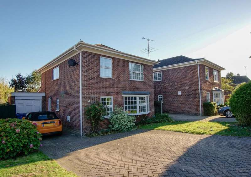 4 Bedrooms Detached House for sale in Campion Way, Hartley Wintney
