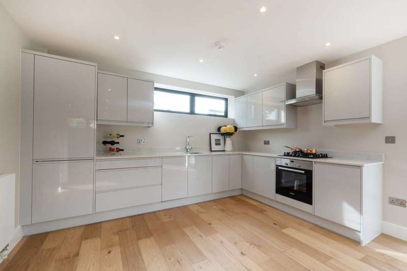 2 Bedrooms House for sale in Albert Road, South Kenton, SE25