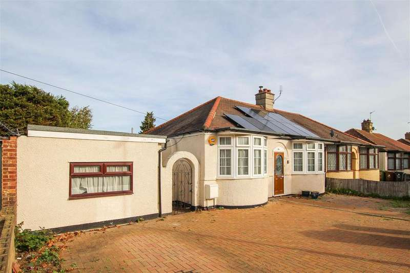 3 Bedrooms Semi Detached Bungalow for sale in Gorseway, Romford