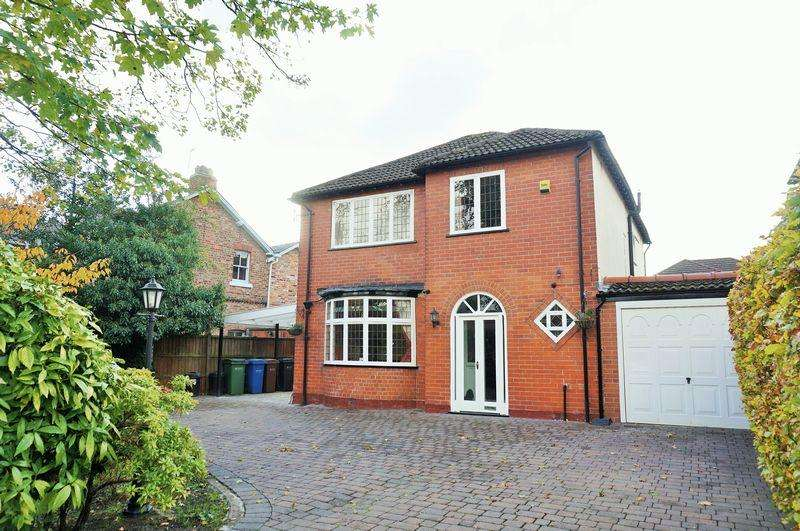 4 Bedrooms Detached House for sale in Swann Lane, Cheadle Hulme