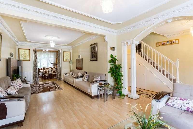 6 Bedrooms Semi Detached House for sale in Lonsdale Crescent, Gants Hill, IG2