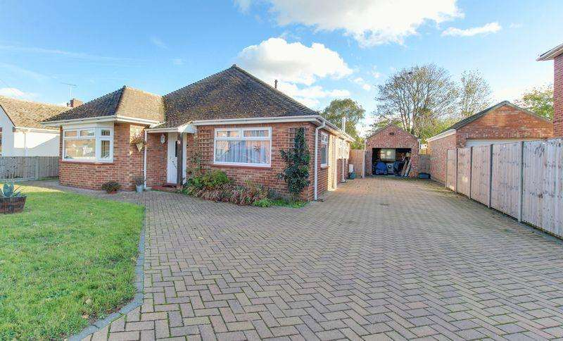 3 Bedrooms Detached Bungalow for sale in Winston Avenue, Colchester