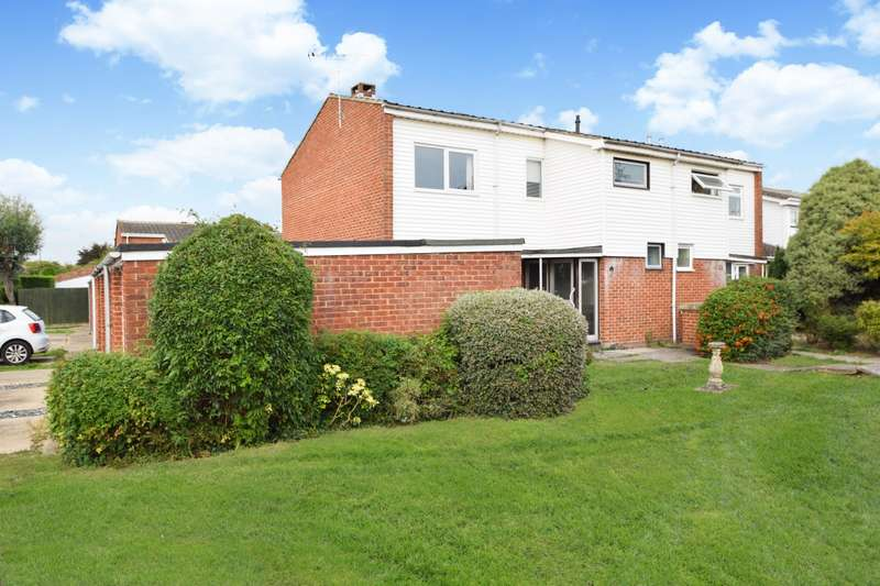 3 Bedrooms Semi Detached House for sale in Martin Close, Windsor, SL4