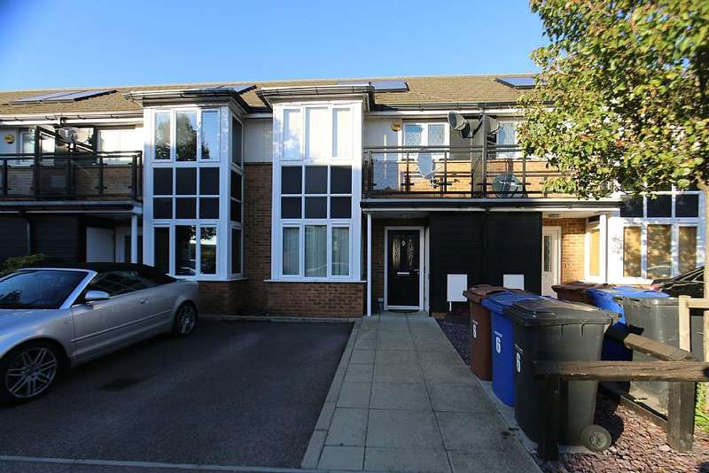 3 Bedrooms Terraced House for sale in Griffiths Road, Purfleet, Essex, RM19 1AR