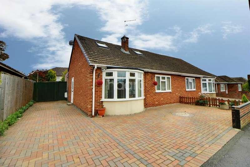 3 Bedrooms Bungalow for sale in Lynwood Grove, Swindon, Wiltshire
