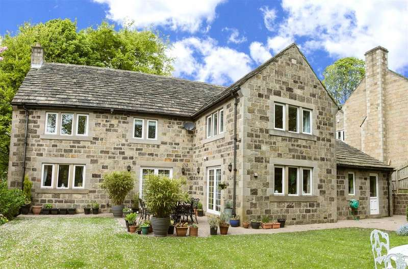 4 Bedrooms Detached House for sale in Crow Trees Court, Rawdon, Leeds