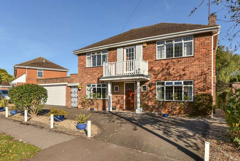 4 Bedrooms Detached House for sale in High Wycombe, Buckinghamshire, HP11