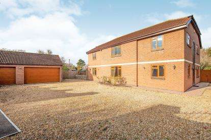 6 Bedrooms Detached House for sale in Netheridge Close, Hempsted, Gloucester, Gloucestershire