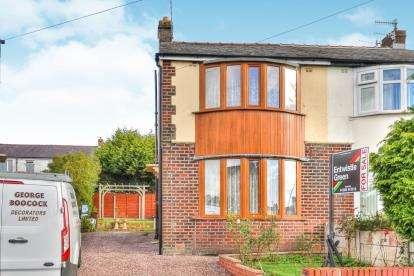 2 Bedrooms Semi Detached House for sale in Leamington Avenue, Burnley, Lancashire, BB10