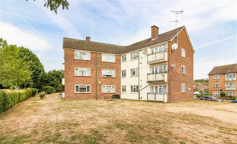 2 Bedrooms Flat for sale in Brading Crescent, Wanstead, London