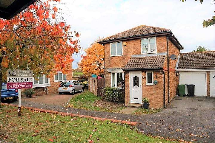 3 Bedrooms Detached House for sale in Brendon Close, Eastbourne BN23