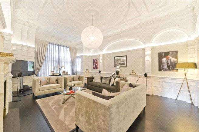 3 Bedrooms Apartment Flat for sale in Arkwright Road, Hampstead, London, NW3