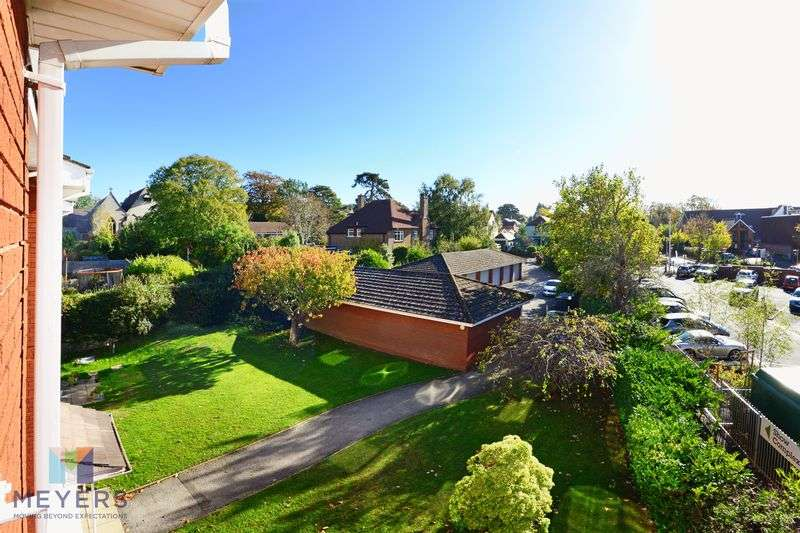 2 Bedrooms Property for sale in Dunyeats Road, Broadstone