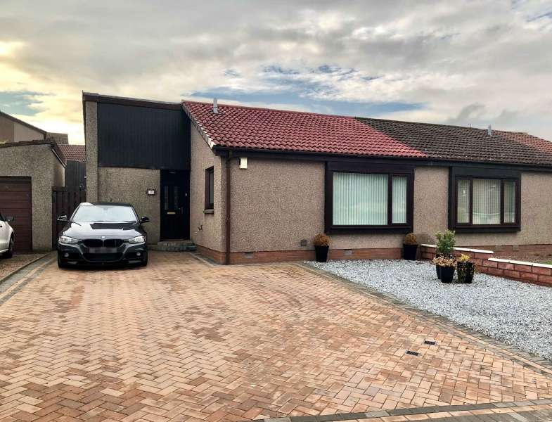3 Bedrooms Semi Detached Bungalow for sale in Inchcape Road, Broughty Ferry, Angus, DD5 2LL