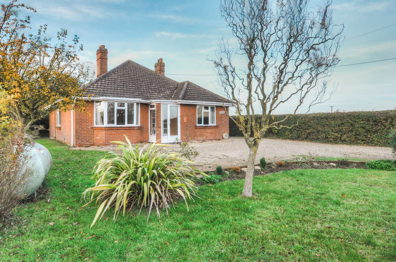 2 Bedrooms Detached Bungalow for sale in The Street, Rumburgh, Halesworth