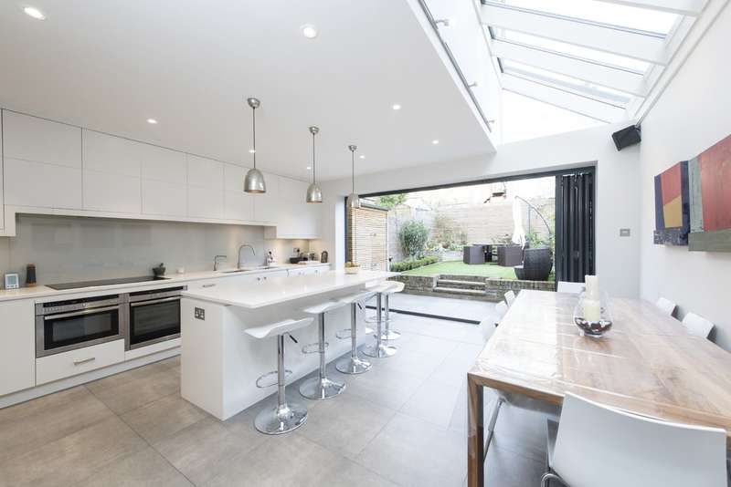 5 Bedrooms Terraced House for sale in Gayville Road, London SW11