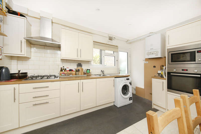 2 Bedrooms Ground Flat for sale in Hazeldon Road, London, SE4 2DD