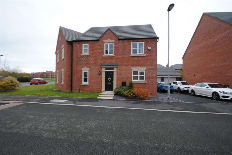 3 Bedrooms Semi Detached House for sale in Moniven Close, Edgewater Park, Latchford, Warrington, WA4