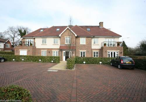 2 Bedrooms Apartment Flat for rent in Woodside Gardens, Marlow, Buckinghamshire, SL7 1FQ
