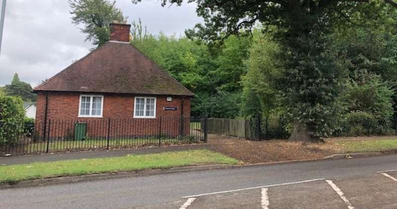 2 Bedrooms Detached Bungalow for sale in Stoughton Drive South, Oadby, Leicester, LE2 2RJ