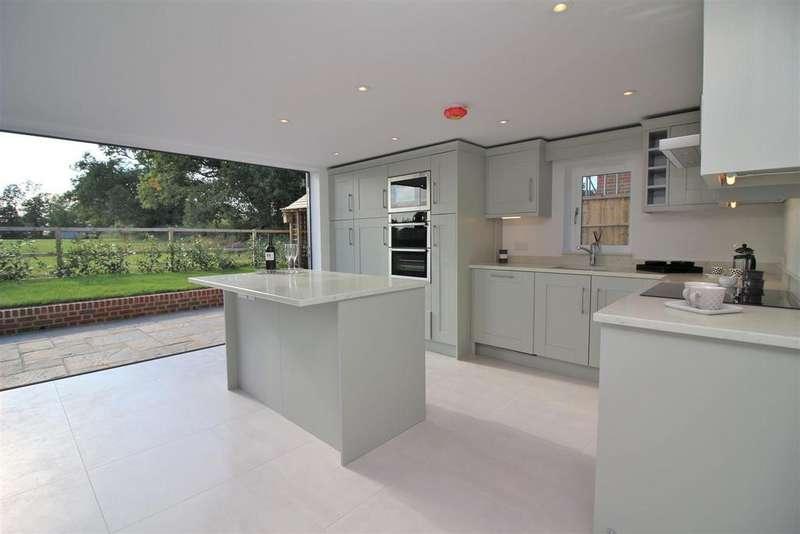 4 Bedrooms Detached House for sale in London Road, Shenley, Radlett