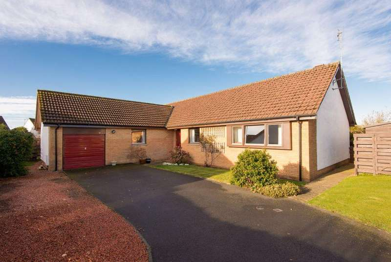 5 Bedrooms Detached Bungalow for sale in 11 The Glebe, East Linton, East Lothian, EH40 3EF