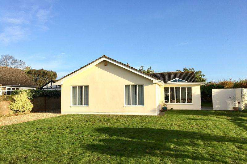 3 Bedrooms Detached Bungalow for sale in Crofton Avenue, Lee on the Solent, PO13