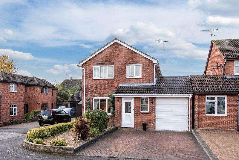 4 Bedrooms Detached House for sale in Poplar Road, Aylesbury