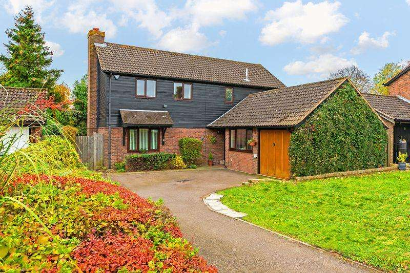 4 Bedrooms Detached House for sale in Stoneleigh Close, Luton