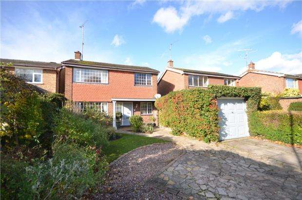 3 Bedrooms Detached House for sale in Village Way, Yateley, Hampshire