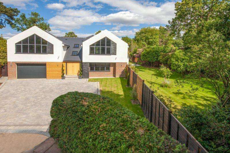 5 Bedrooms Detached House for sale in HORSELL/WOKING
