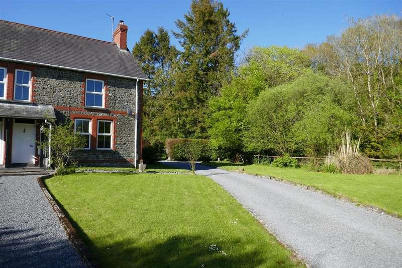 3 Bedrooms Semi Detached House for sale in Llanwrda