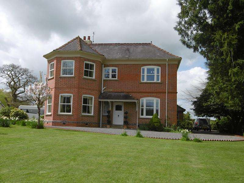 5 Bedrooms Country House Character Property for sale in Llanarthney, Carmarthen, Carmarthenshire.