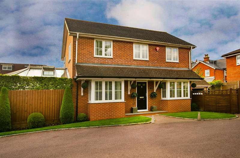 4 Bedrooms Detached House for sale in The Square, Spencers Wood, Reading, RG7 1BF
