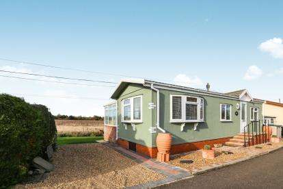1 Bedroom Mobile Home for sale in Stratton Park Drive, Biggleswade, Bedfordshire, .