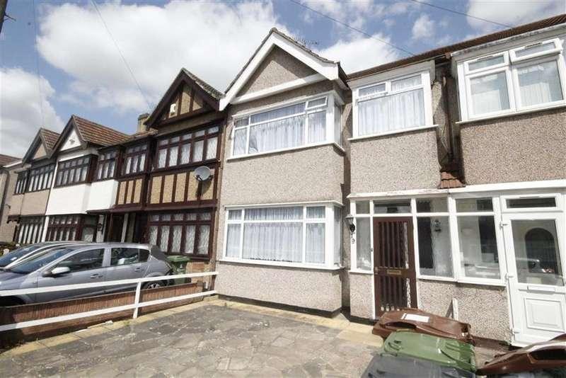 3 Bedrooms House for sale in Gray Avenue, London, Dagenham