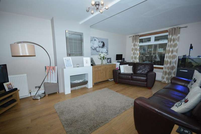 3 Bedrooms Semi Detached House for sale in Cameron Drive, Auchinleck, Cumnock, KA18