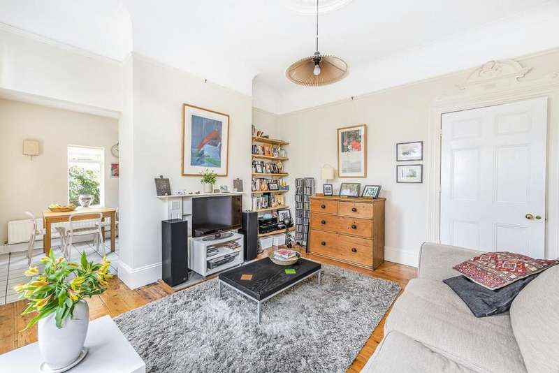 2 Bedrooms Flat for sale in Halesworth Road, Lewisham