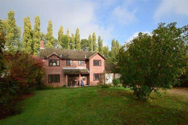 4 Bedrooms Detached House for sale in Barnsway, Kings Langley