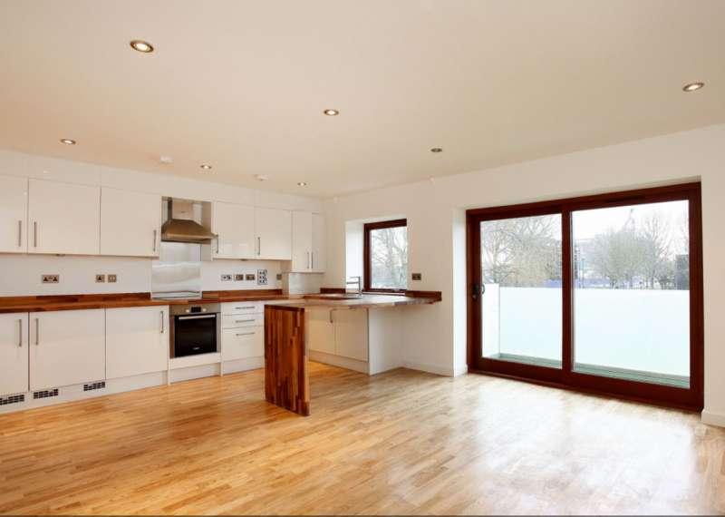 2 Bedrooms Flat for sale in 1 Antwerp Way, London, E16