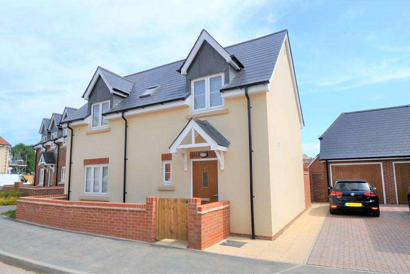 3 Bedrooms Detached House for sale in Cowslip Drive, Whitchurch