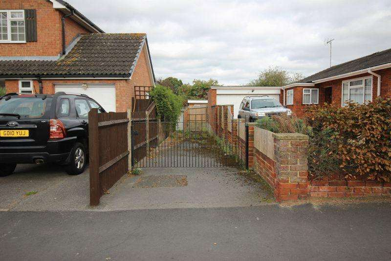 1 Bedroom Detached Bungalow for sale in Berkshire Drive, Reading