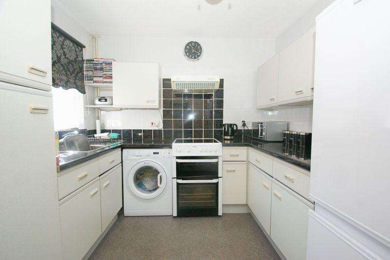 2 Bedrooms Detached Bungalow for sale in Purfleet