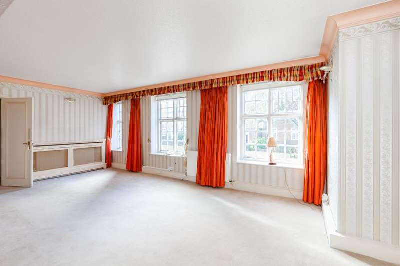3 Bedrooms Flat for sale in Heathcroft, Hampstead Way, NW11